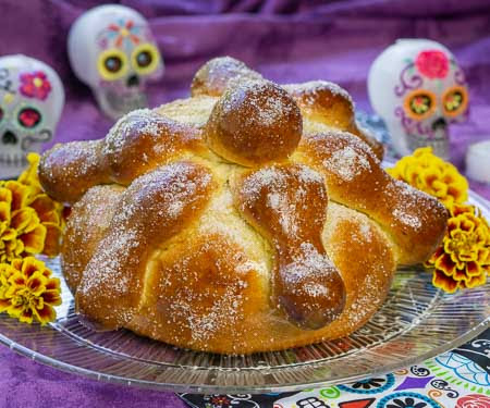 Mexican-Day-of-the-Dead-Bread-Pan-de-Muerto-8570-450.jpg